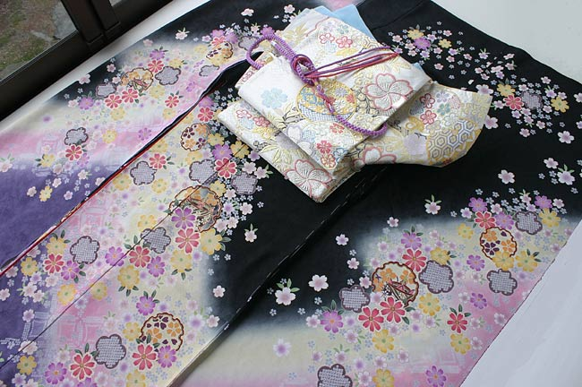 黒地小花振袖&銀地袋帯 帯〆・帯揚げ・重ね衿 5点セット