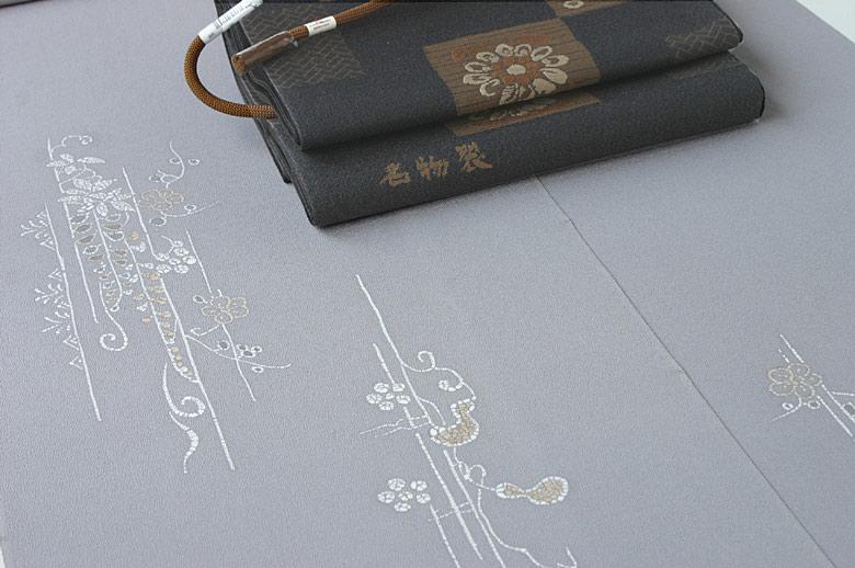 藤煤竹色地付け下げ+白地しゃれ袋帯 拡大表示します