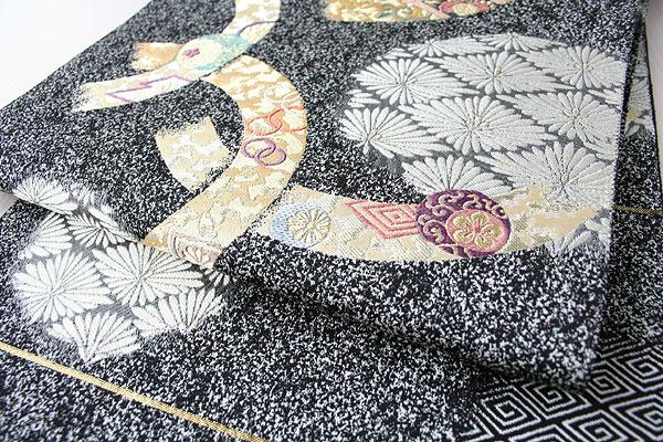 黒地 引粉織 袋帯 となみ帯��18−562