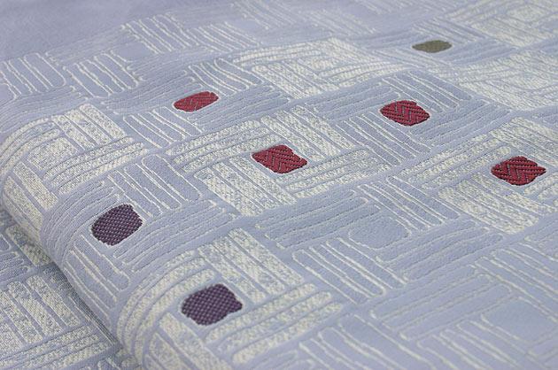 胡粉色(こふんいろ)地 名古屋帯〈絹100%〉幾何学模様